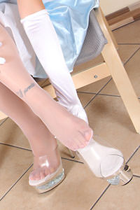 Cosplay girl free footfetish picture - CosplayFeet.com - cpf-petra-cenerentola01-05