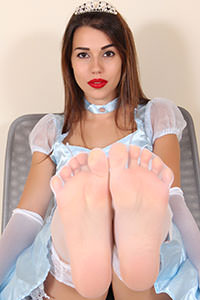 Cosplay girl free footfetish picture - CosplayFeet.com - cpf-petra-cenerentola01-07