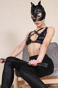Cosplay girl free footfetish picture - CosplayFeet.com - cosplayfeet-stella-catwoman-02