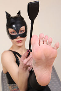 Cosplay girl free footfetish picture - CosplayFeet.com - cosplayfeet-stella-catwoman-05