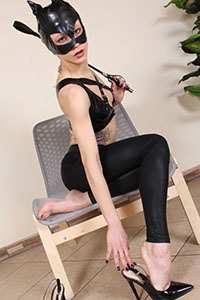 Cosplay girl free footfetish picture - CosplayFeet.com - cosplayfeet-stella-catwoman-06