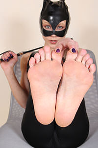 Cosplay girl free footfetish picture - CosplayFeet.com - cosplayfeet-stella-catwoman-08