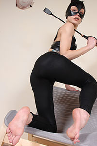 Cosplay girl free footfetish picture - CosplayFeet.com - cosplayfeet-stella-catwoman-09