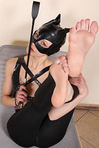 Cosplay girl free footfetish picture - CosplayFeet.com - cosplayfeet-stella-catwoman-10