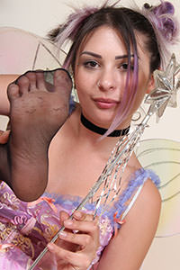 Cosplay girl free footfetish picture - CosplayFeet.com - cosplayfeet-violet-fata-04
