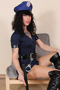 Cosplay girl free footfetish picture - CosplayFeet.com - cosplayfeet-dollyc-poliziotta-02